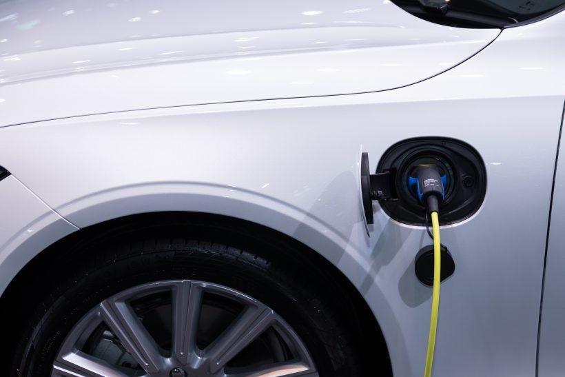 Auto electrisch opladen